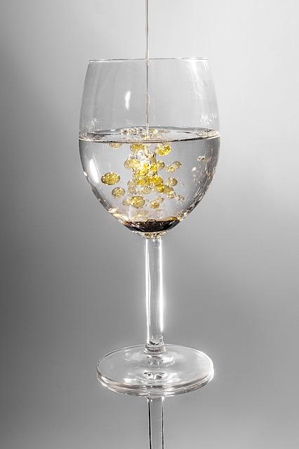 fett wird in Glas gegeben