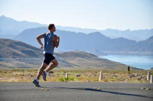 läufer in der natur ohne gegessen zu haben
