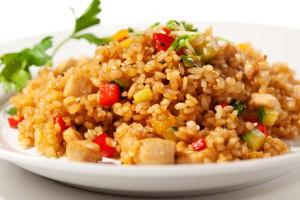 gebratener Reis mit Tofu und Gemüse